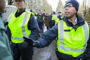 sunday_burnaby_mountain_kinder_morgan_protest_rcmp_clashes_-_mychaylo_prystupa_-_2014-11-23_18.01.52-4_w3000_0